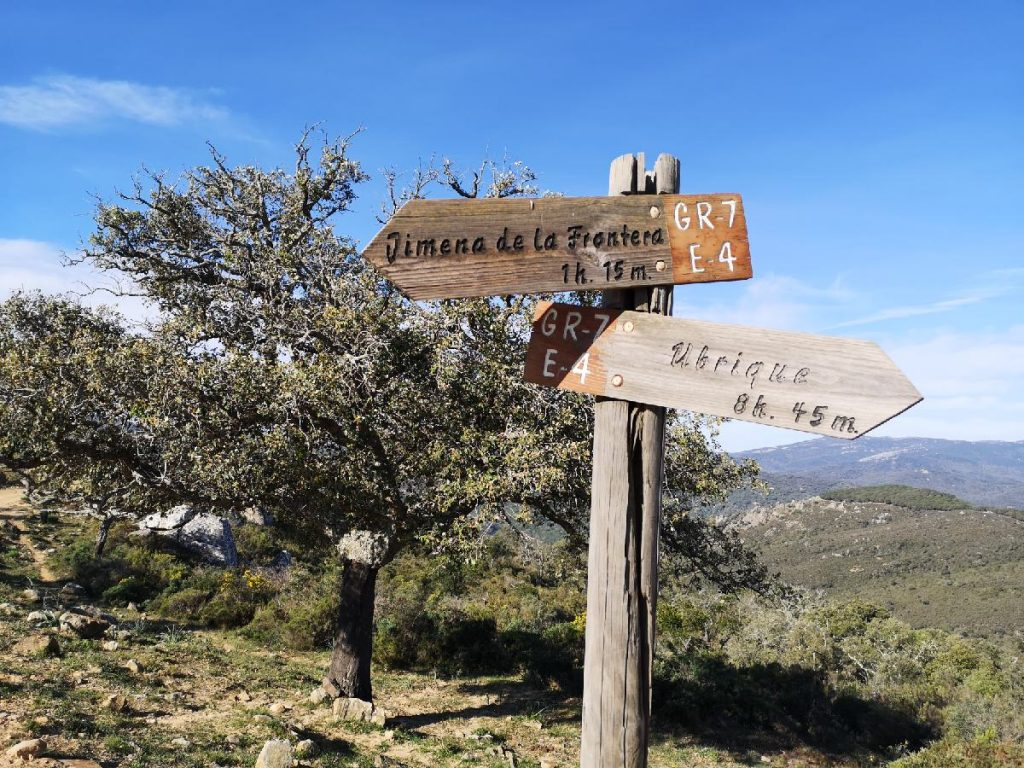 Information sign to the route