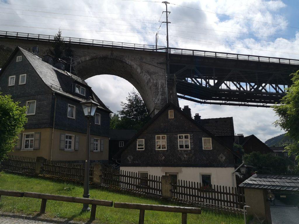 Die Bahnbrücke über Ludwigsstadt
