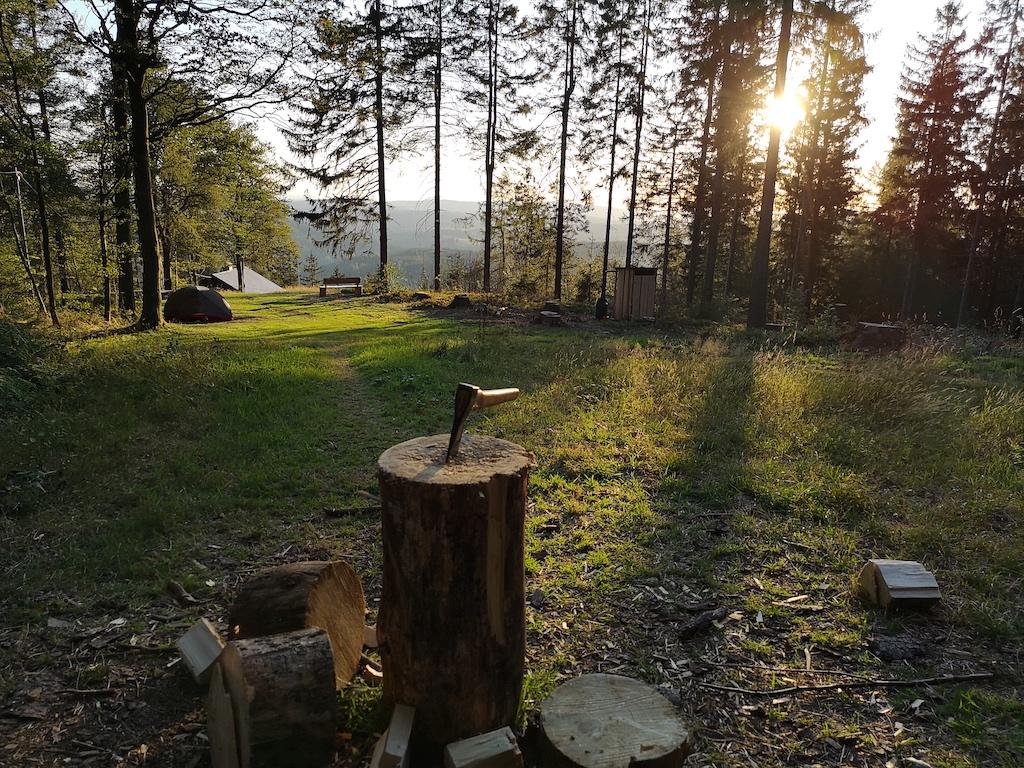 Zelt steht schon auf dem Trekkingplatz Döbraberg