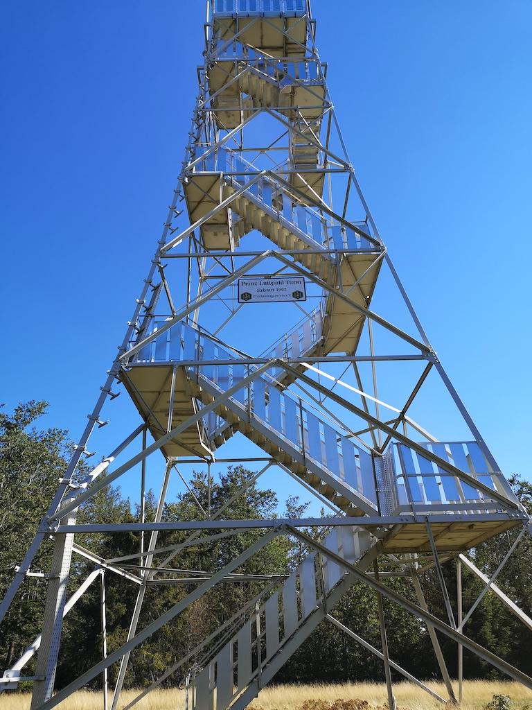 Der Prinz Luitpold Turm glitzert in der Sonne