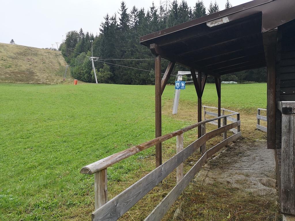Skilift im Sommer bei Schwarzenbach am Wald
