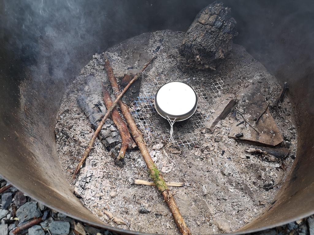 Trekkingfood - kochen auf der Glut in der Feuerstelle