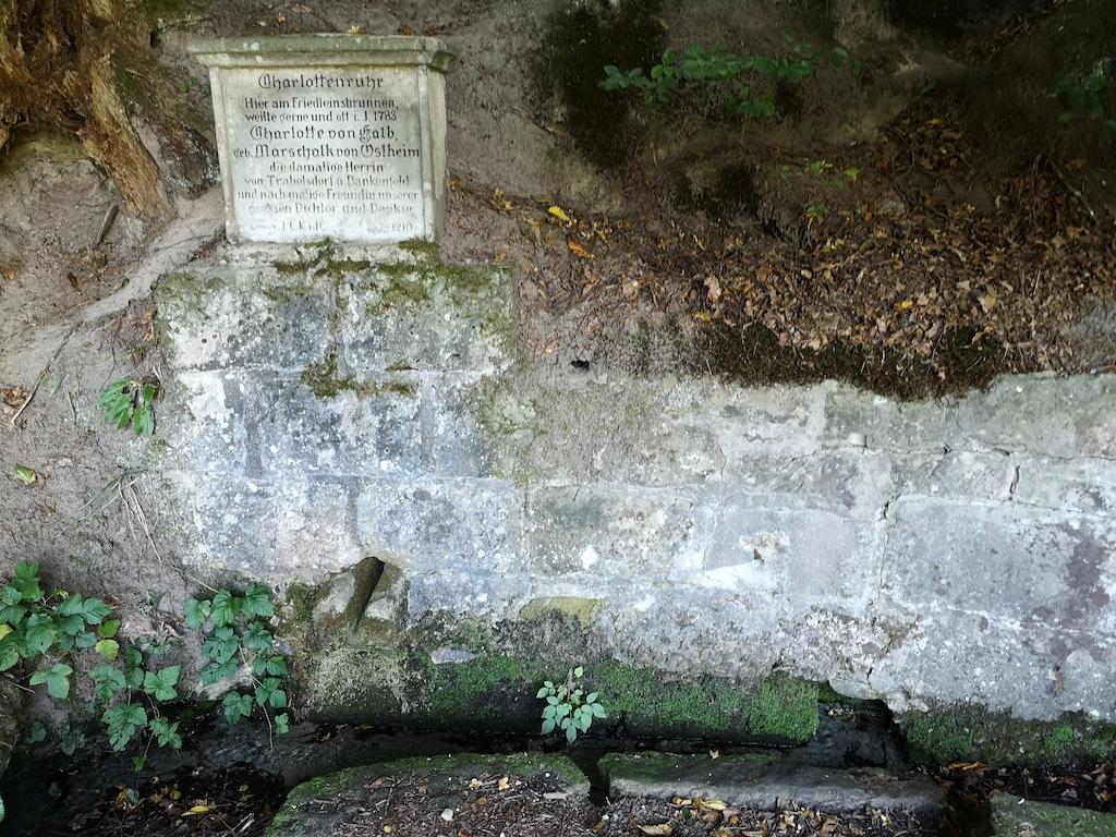 Der Friedleinsbrunnen in der Nähe des Trekkingplatzes Friedlein