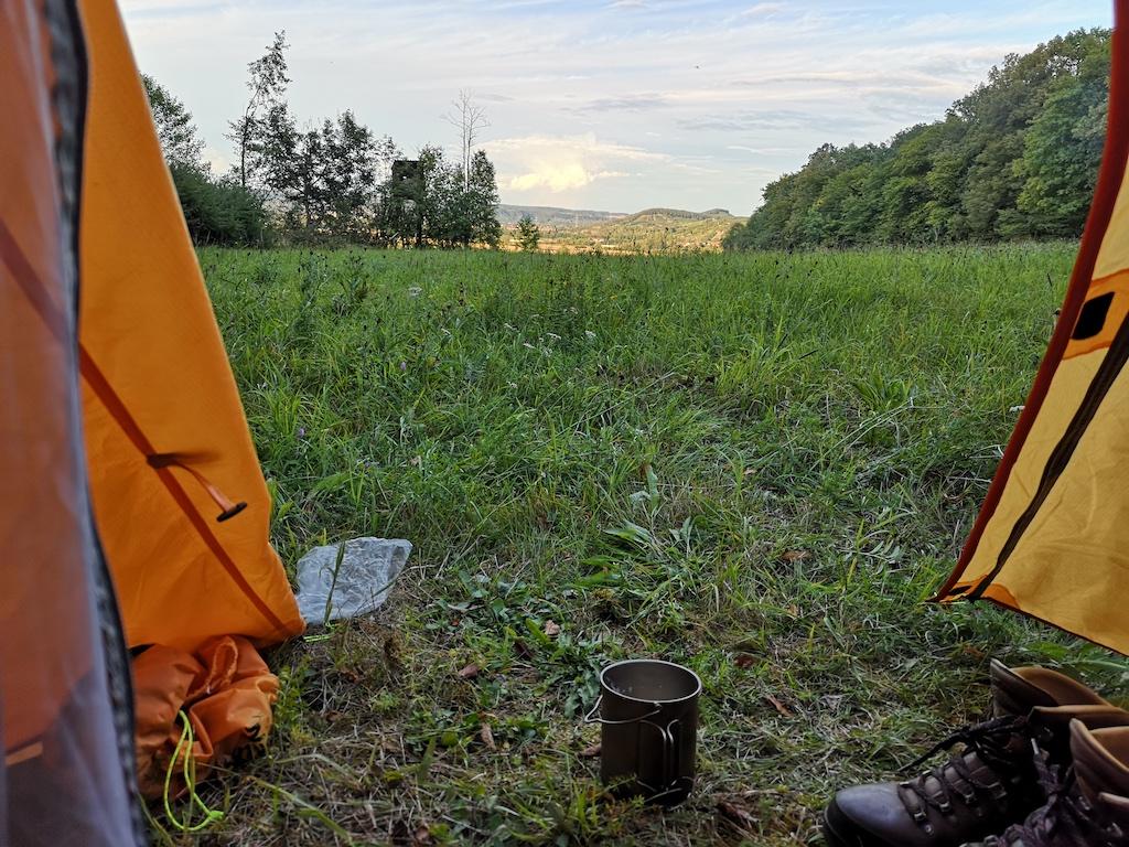 Blick aus dem Zelt am Trekkingplatz Hainach
