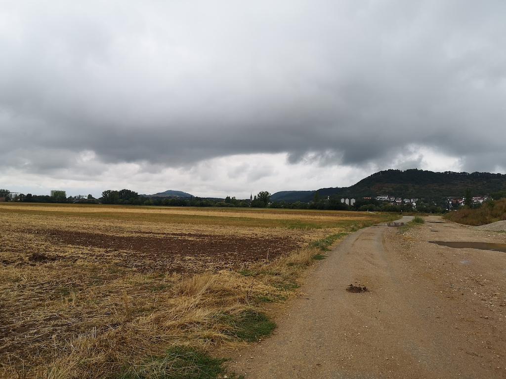 Dicke Regenwolken am Start nach Zeil am Main