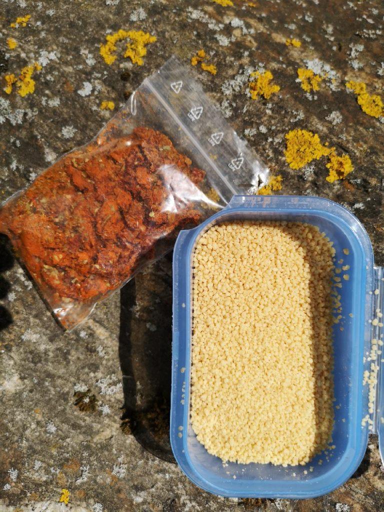 Trekkingfood Zutaten Couscous und Tomate