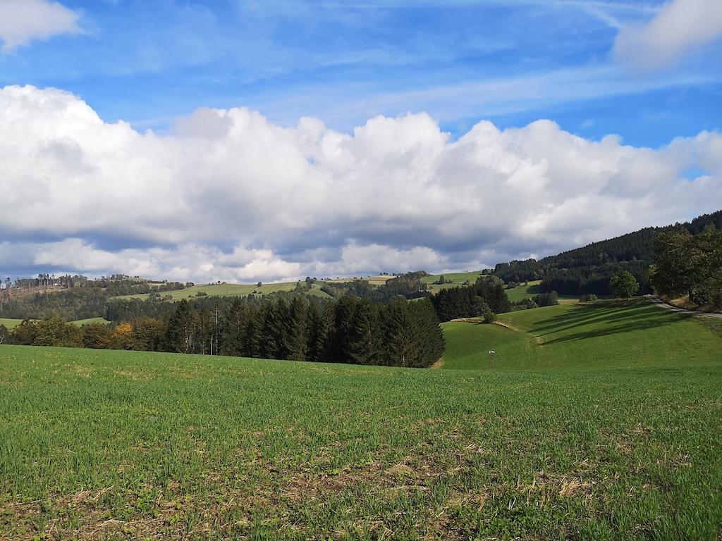 Kurz vor Ludwigstadt blauer Himmel