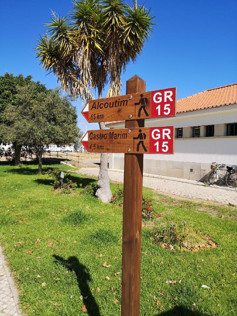 Wegezeichen gr15 von Vila Antonio nach Alcoutim