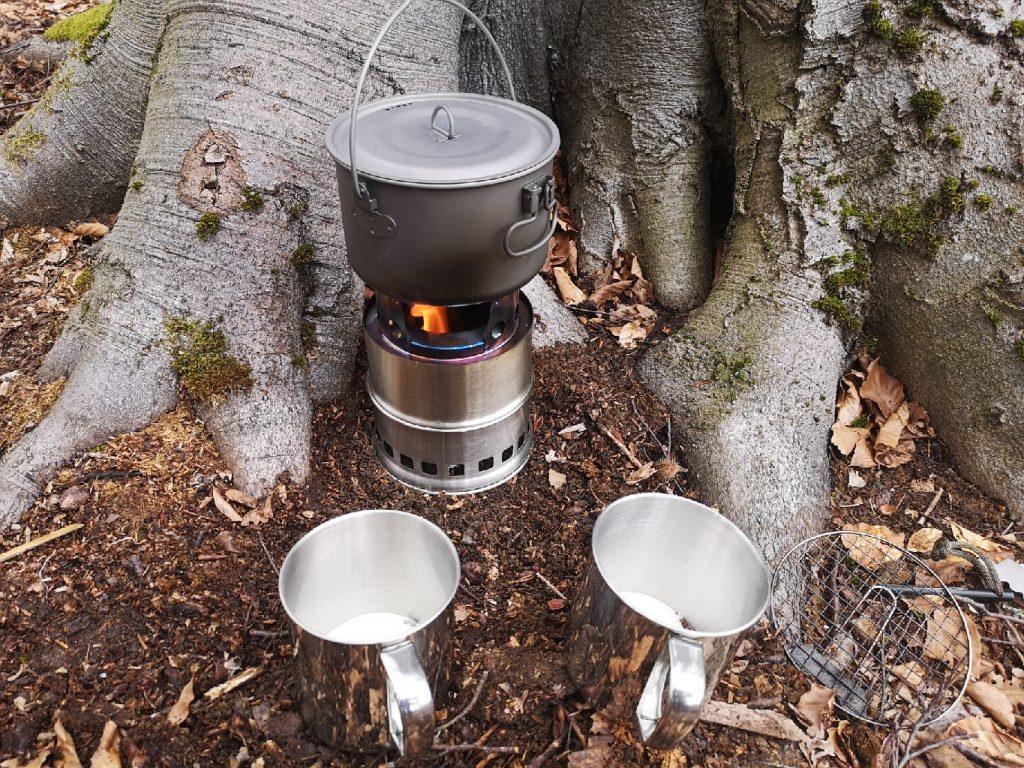 Der Hobo Kocher erhitzt das Wasser für den wohlverdienten Kaffee