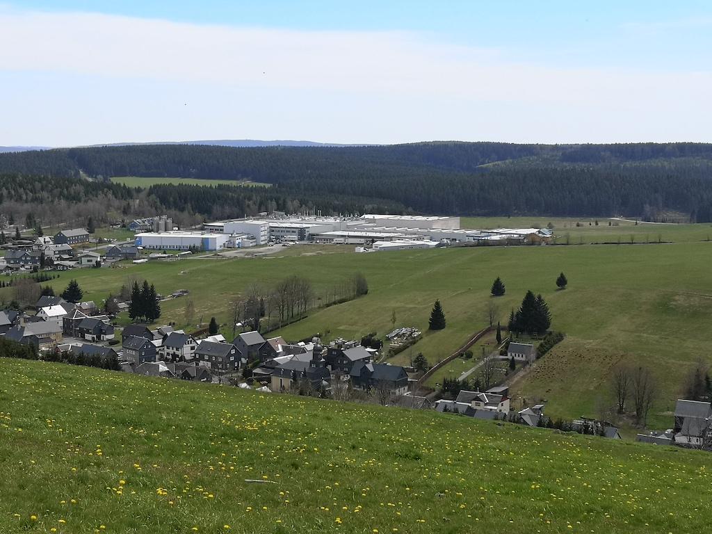 Blick auf Spechtsbrunn vom Rennsteig