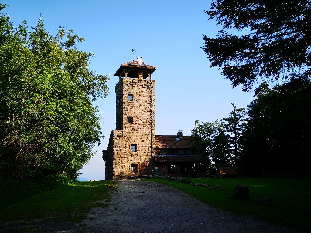 Der Teufelmühle-Turm besteht aus Bundsandstein