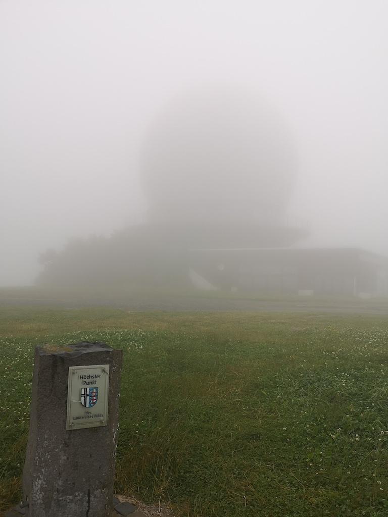 Die Radarkuppel ist das Wahrzeichen der Wasserkuppe